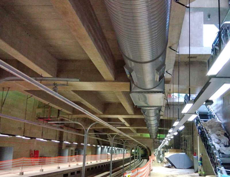 Montaje del sistema de ventilación principal en la estación Hospital São Paulo de la línea 5 del Metro de São Paulo