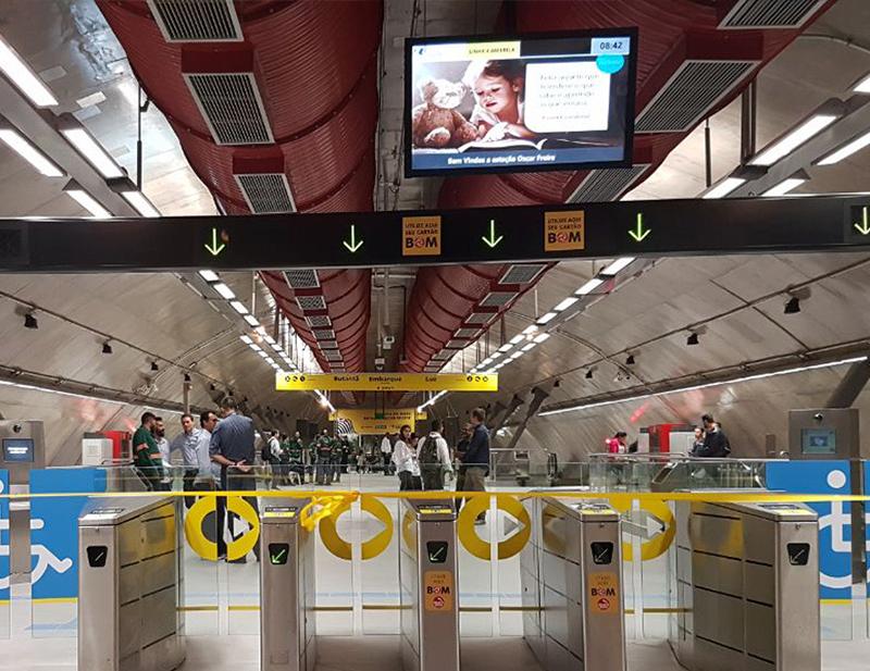 Montaje del sistema de ventilación principal en la estación Oscar Freire de la línea 4 del Metro de São Paulo
